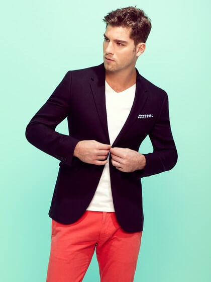 Artık erkeklerde renkli jean giyiyor!